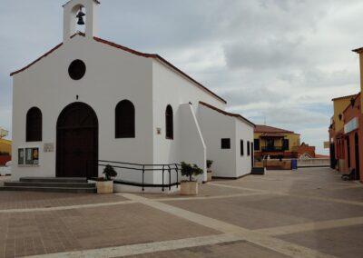 Bílý kostel na náměstí