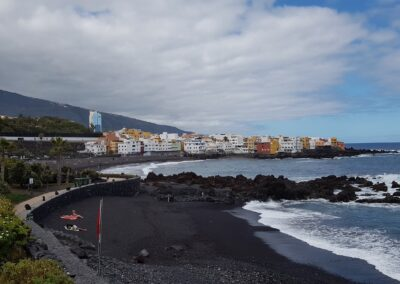 pláž s černým pískem