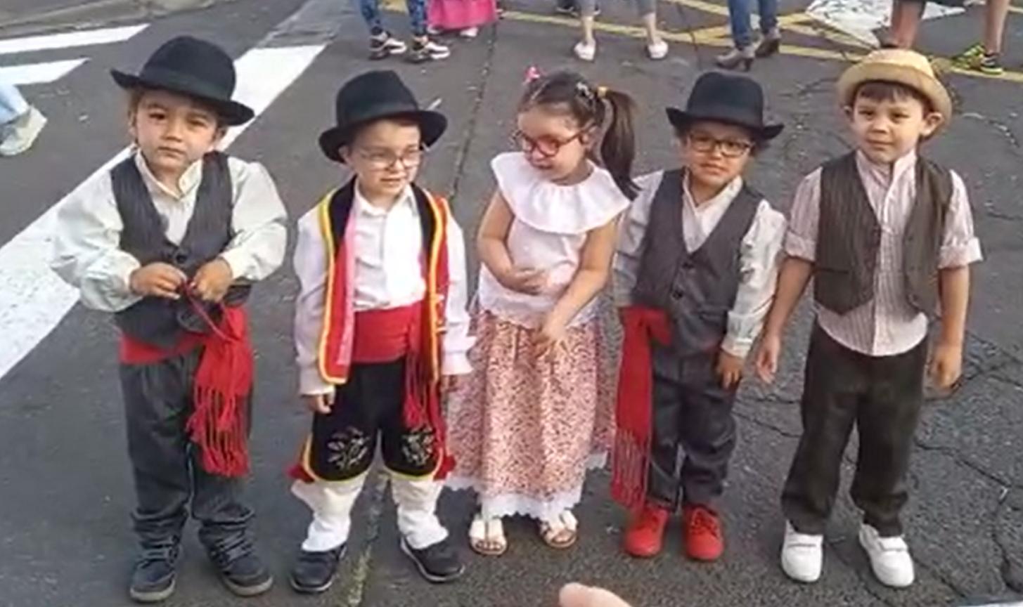 děti v krojích